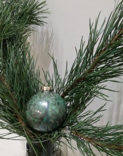 Новогодний шар из фарфора зелёный