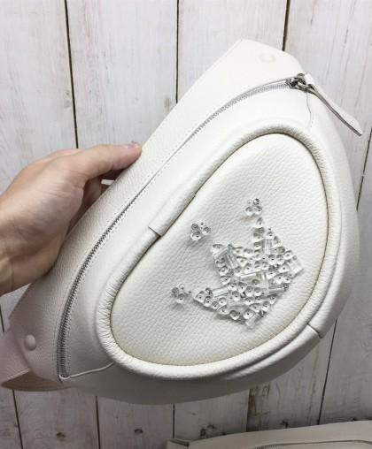 Сумка поясная с вышивкой бисером светлая
