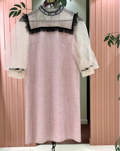 Платье нарядное с кружевом