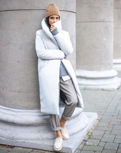 Пальто утепленное длинное жемчужного цвета