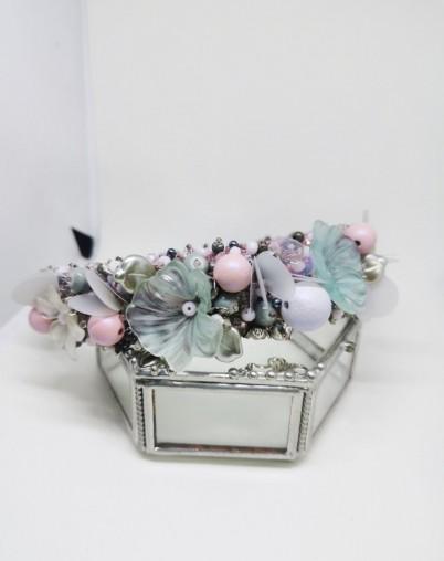 Ободок расшитый в нежных матовых цветах