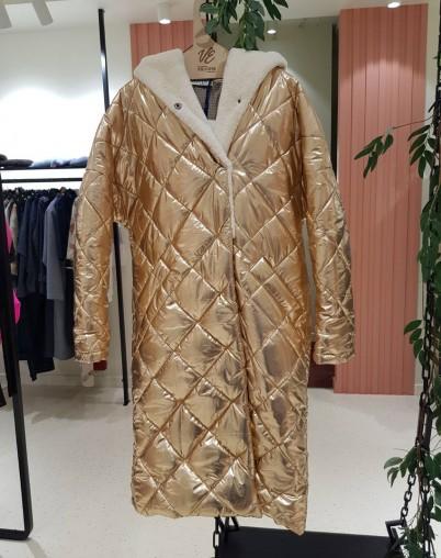Золотое утепленное пальто Екатерина Волкова RESALE
